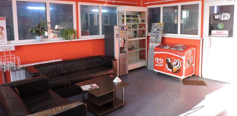 Уютное кафе для посетителей автокомплекса